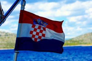 Ihre Yacht / Boot unter kroatischer Flagge